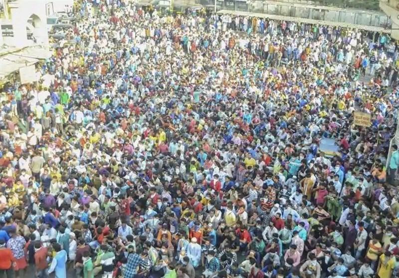 اعتراض هزاران کارگر هندی به تمدید مدت قرنطینه عمومی