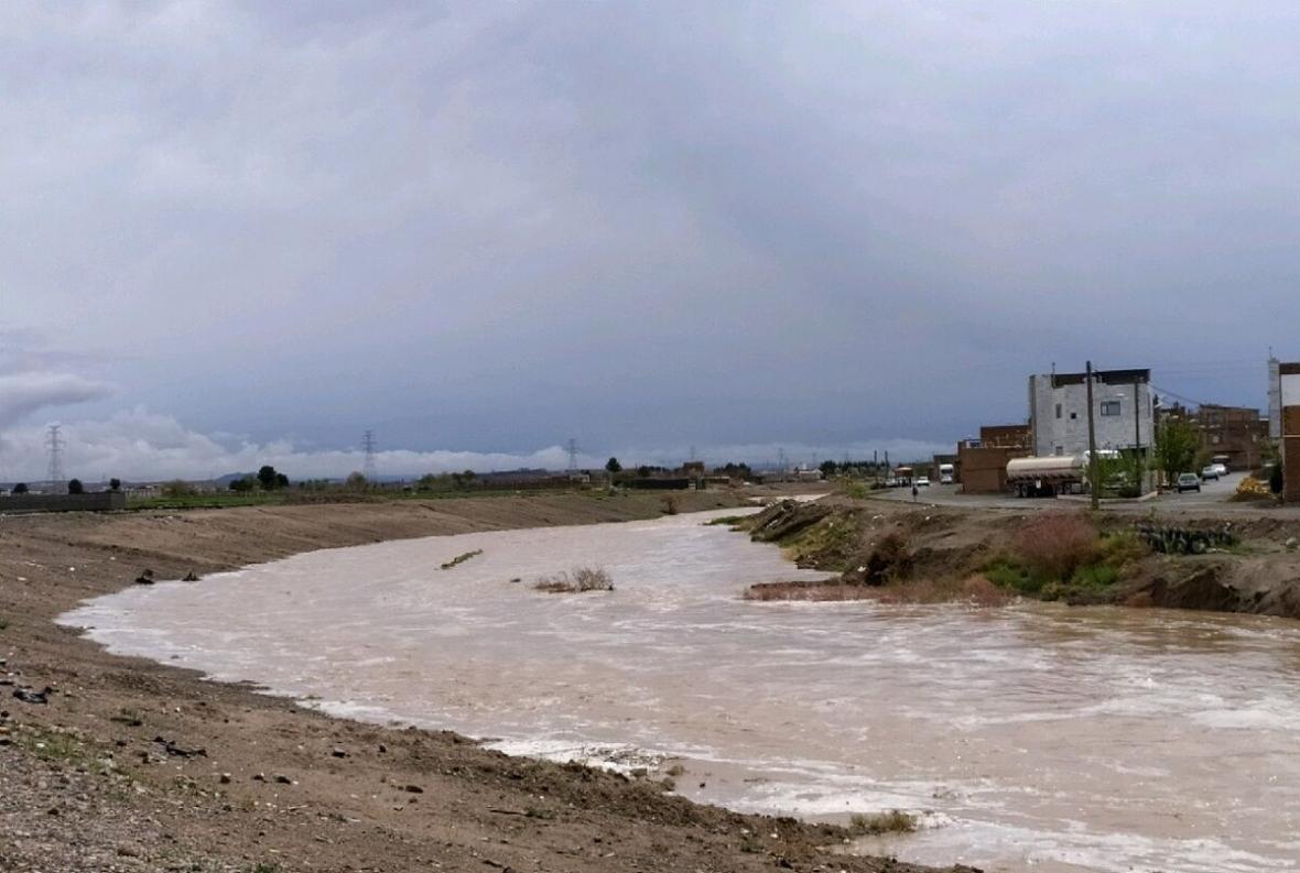 خبرنگاران سیلاب به خطوط انتقال آب بعضی روستاهای کازرون آسیب زد