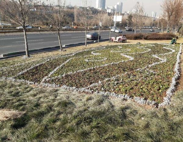 فرش گل های اسلامی-ایرانی در حاشیه بزرگراه های اصلی شهر گسترده شد