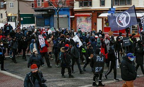 تظاهرات آمریکایی ها بدلیل رفتار خشن پلیس با دختر 9 ساله