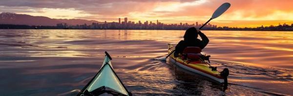 تابستان سال جاری در North Vancouver می توانید به قایق سواری شبانه بروید